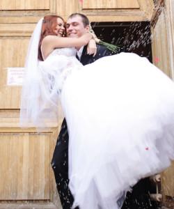 iz cerkvi 250x300 Венчание и свадьба МакSим