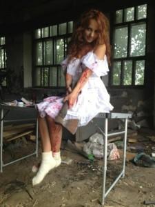 1 225x300 Певица МакSим порезала свое свадебное платье